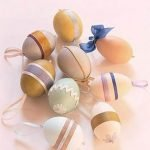 Пасхальные яйца с тесемками и ленточками