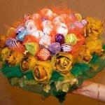 Конфетный букет с розами из осенних листьев (МК)