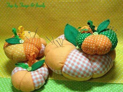овощи, овощи текстильные, поделки на Хэллоуин, Праздник Урожая, Хэллоуин, игольницы, игольницы из ткани, игольницы своими руками, мастер-класс, идеи игольниц, игольницы тыквы, тыквы, для шитья, шитье, для иголок, подушечки, подушечки для иголок,