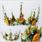 Проволочные короны с бусинами и цветами