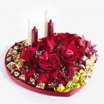 «Свечи, розы, шоколад» — конфетная композиция ко Дню Влюбленных
