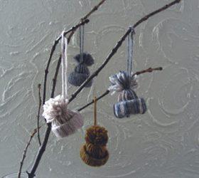 шапочки, шапочки мини, щапочки из пряжи, из ниток, из пряжи, на елку, декор новогодний, для украшения интерьера, новогоднее, рождественское, зимнее, декор зимний, декор из пряжи. декор из ниток,