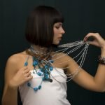 Как различаются по видам и длине женские шейные украшения